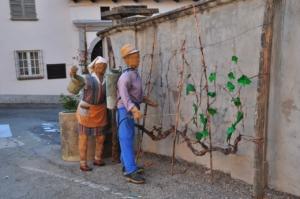 ノヴェッロ村の藁で作られた農作業する人