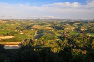 ノヴェッロ村からのバローロ葡萄畑の絶景