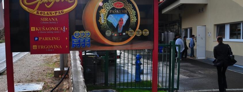 パグ島チーズ工場の入口