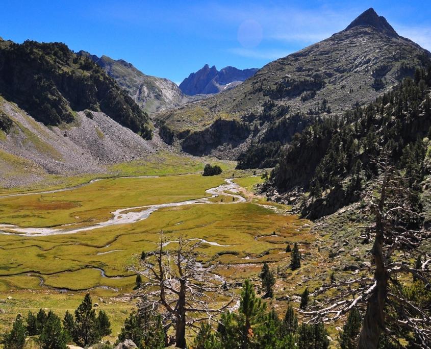 レンクルーサ峠から見下ろしたアイギュアイエ湿原