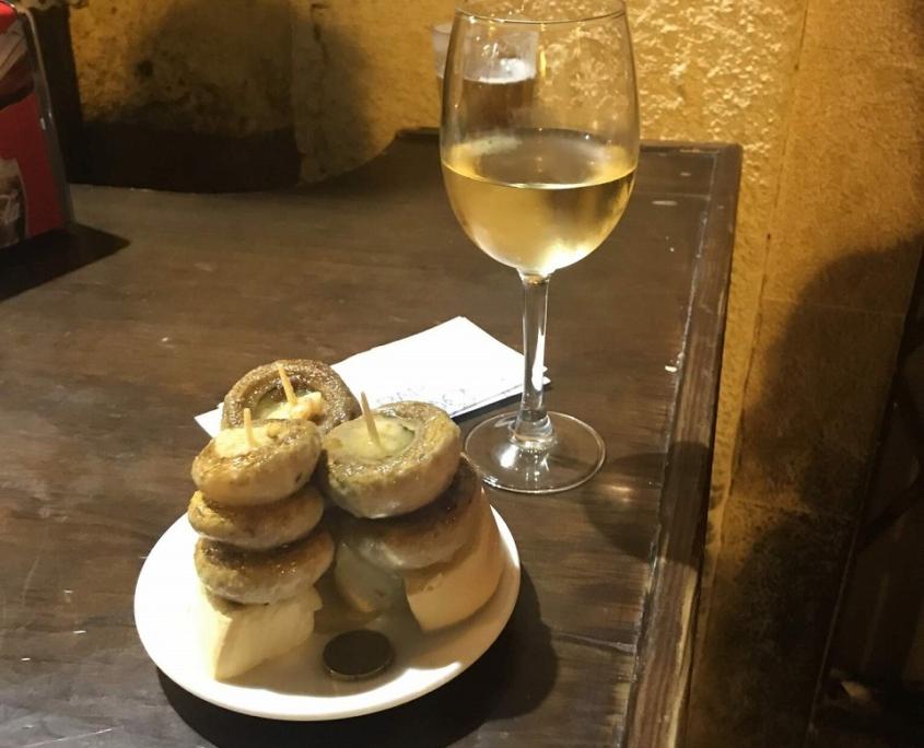 ローレル通りのバル・ソリアーノの名物ピンチョスとワイン