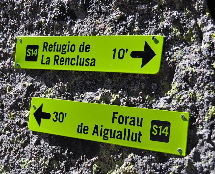 レンクルーサ小屋とアイギュアイエ湿原の間の道標