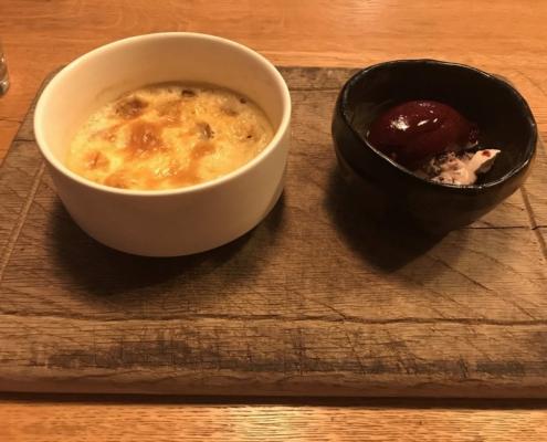 前菜:カツオのマリネと赤カブ、メレンゲとヨーグルトのフムス/セサミソース、セバスチャン・グレーヴ in バイヨンヌ