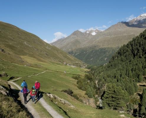 ローフェン谷(フェント)ハイキング