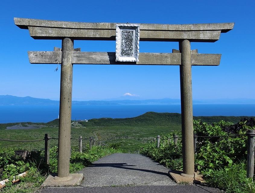 三原神社から望む富士山