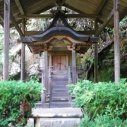円成寺の宇賀神本殿