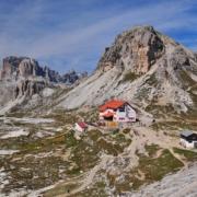 パテルノ山側から見たロカテッリ小屋