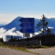 イタリア語、ドイツ語、ラディン語で書かれた道路標識