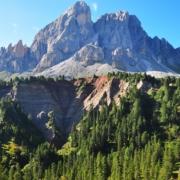 エルベ峠を歩き始め直ぐのプティア山の展望