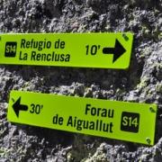 レンクルーサ小屋上部の道標