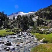 アイギュアイエ湿原下とアネト山